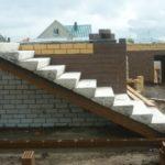 Готовые лестницы и ступени из бетона в загородном строительстве